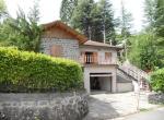 Vendesi villa indipendente con ampio giardino e garage